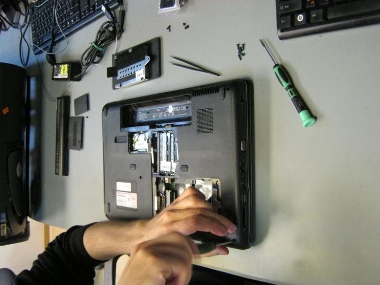 крепление задней крышки ноутбука HP Compaq CQ60