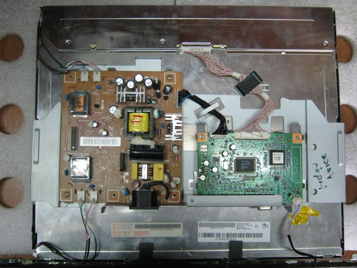 Внутренности монитора с ламповой подсветкой
