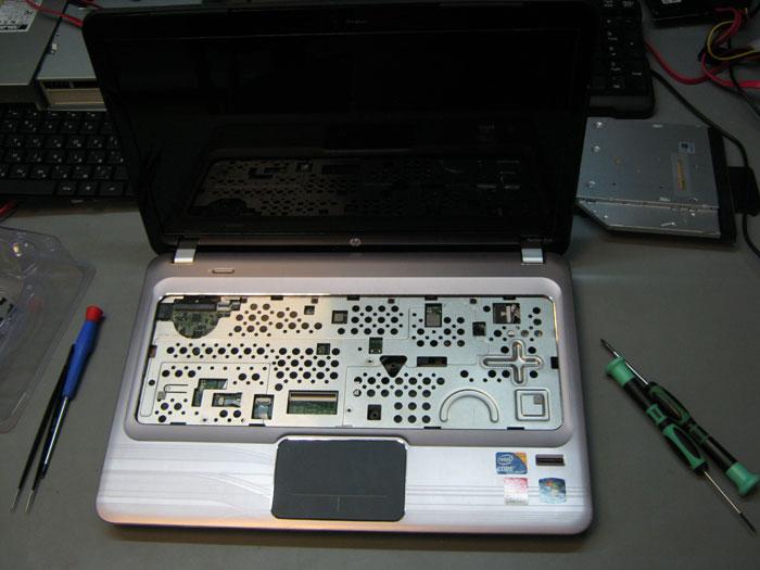 HP Pavilion dm4 со снятой клавиатурой