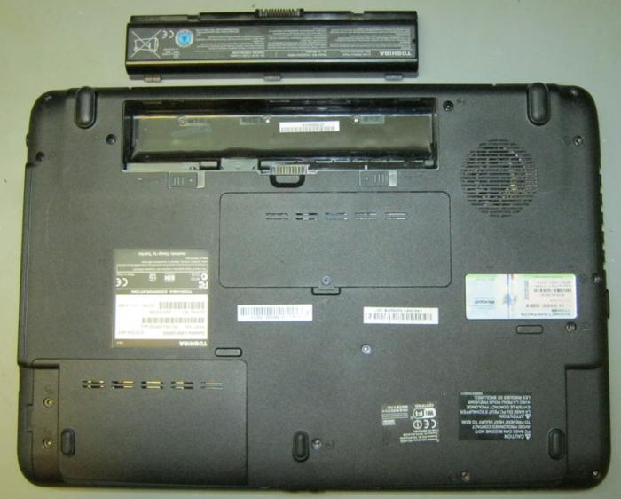 Toshiba Satellite L455 со снятым аккумулятором
