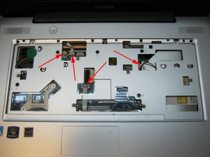 крепление подложки клавиатуры