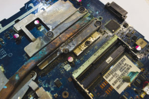 Восстановление ноутбука после заливания водой (попадания влаги) ноутбуков МСК